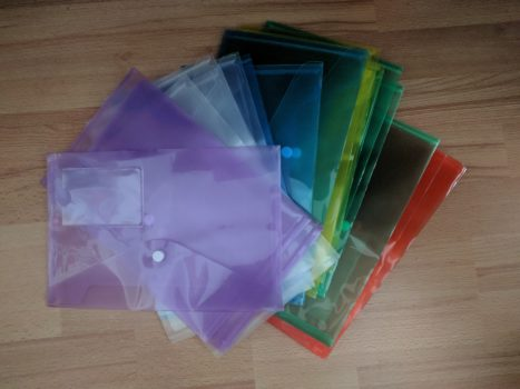 Dokumentenmappen A5 in verschiedenen Farben bringen vor allem Ordnung bei Gruppenarbeiten