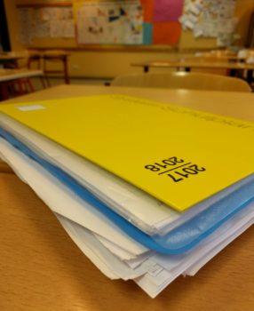 Überfüllter Schulplaner